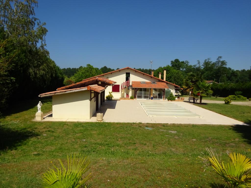 Maison Cère 4 chambres 140 m² terrain piscine garage suite parentale