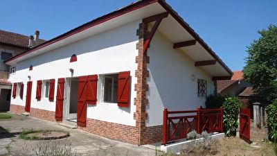 A LOUER Maison de ville Mont De Marsan 91 m2 jardin 2 chambres
