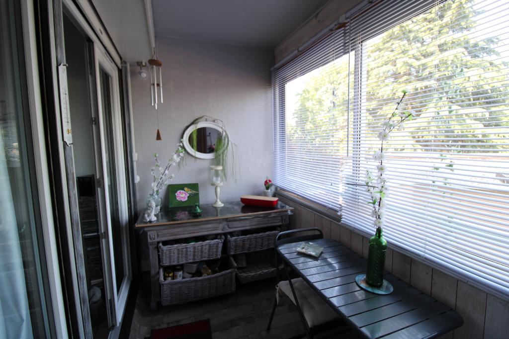 A VENDRE - DAX - Proche centre-ville studio lumineux avec loggia et parking