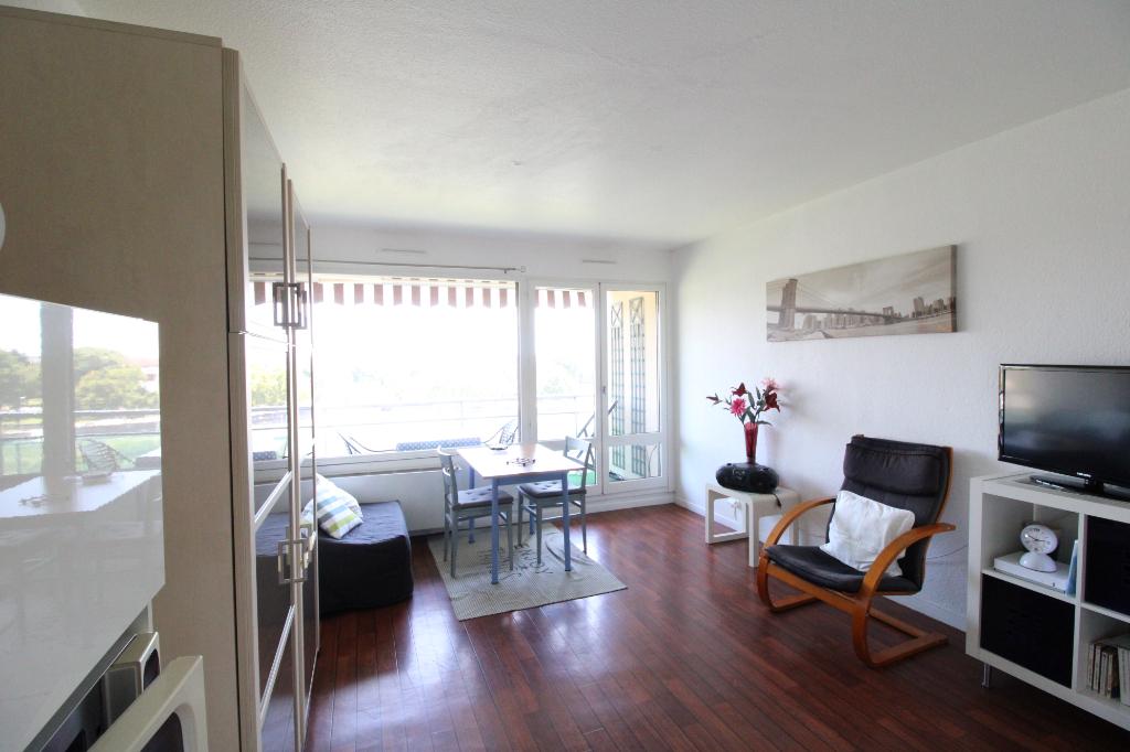 photos n°1 A vendre studio à Dax + balcon + parking + dernier étage