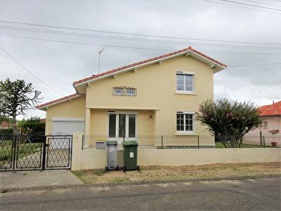A LOUER Maison Mont De Marsan SAINT MEDARD, 3 chambres et 1 bureau, garage