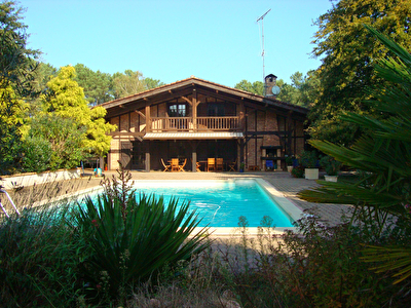 A VENDRE Maison Mazerolles - 5min de MONT DE MARSAN - 5 chambres - piscine - tennis - dependance