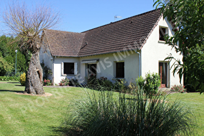 Maison Auneuil PROCHE 3 CHAMBRES TERRAIN DE 1486M2 VILLAGE A PROXIMITE 6 pieces 96 m2