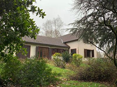 Maison Auneuil Proche 8 pieces, 4 chambres, 3000 m2 de jardin