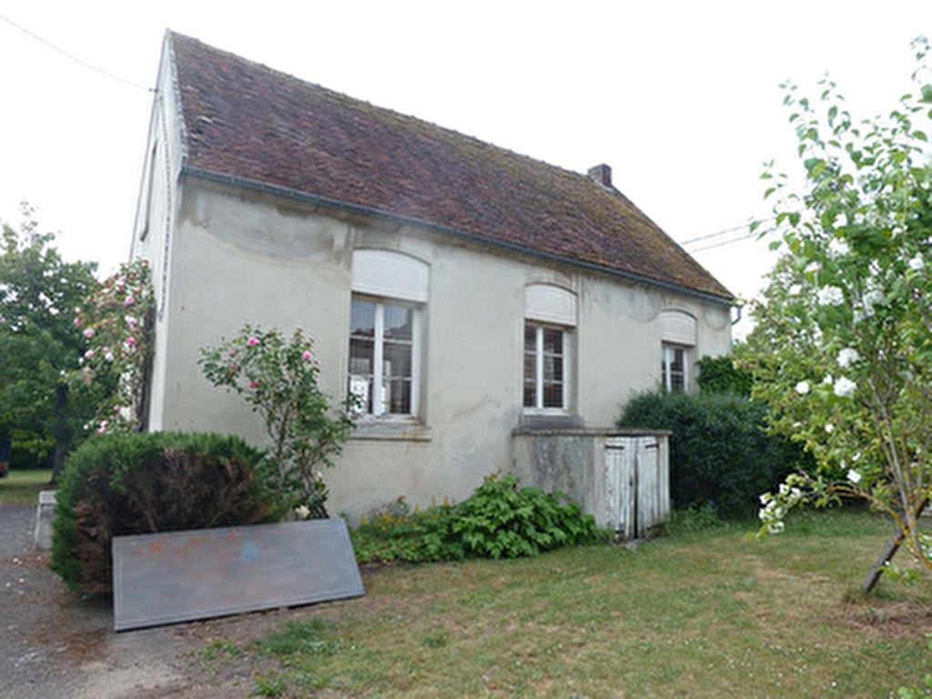 Maison/dependance  de 61m2 a rehabiliter- 290 m2 jardin