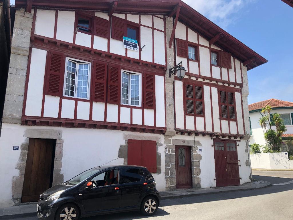 Appartement coeur historique de Ciboure 3 pièce(s) 76.54 m2 - rénové en totalité - lumineux -