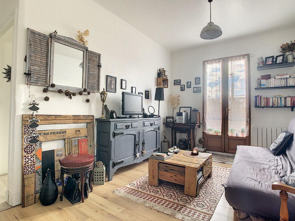 A VENDRE - Maison divisée en 2 appartements loués - Saint Jean De Luz 6 pièce(s) 113.13 m2 - terrasse - 15 mn à pied du centre ville