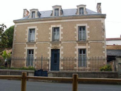 Maison Chasseneuil Du Poitou 8 pieces 208,15 m2