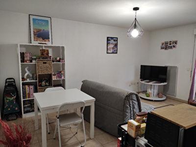 A Vendre pour investisseurs appartement T2 loue a Poitiers saint Eloi