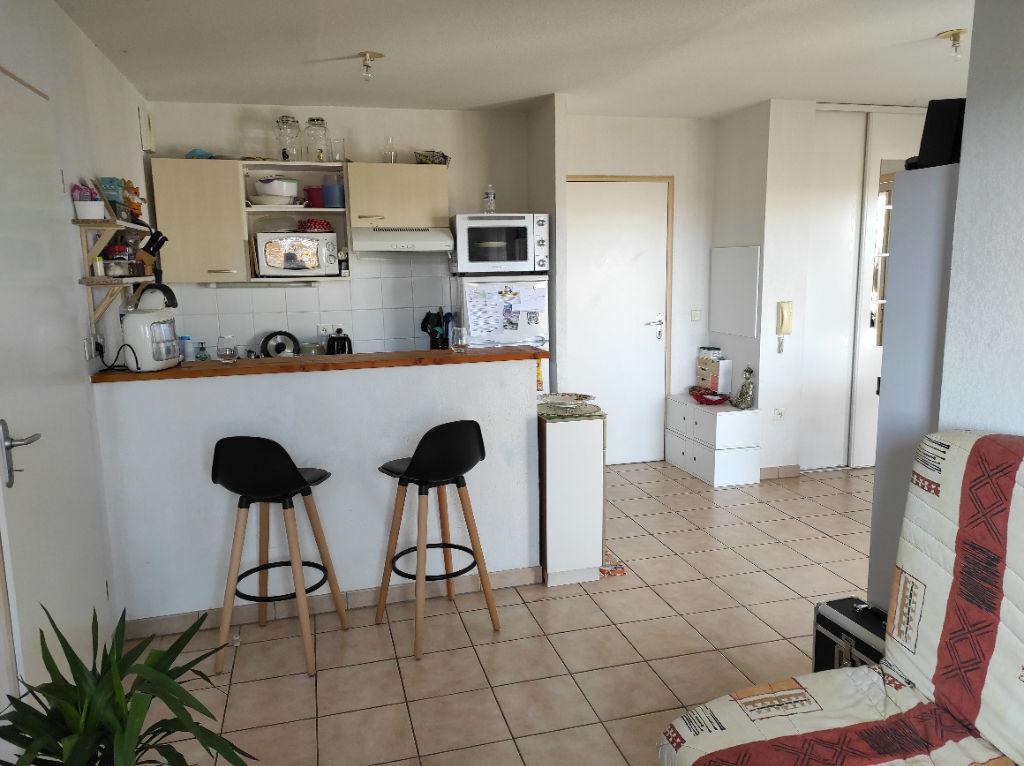 photos n°1 A vendre pour investisseurs appartement type 3 loué à Poitiers Saint Eloi