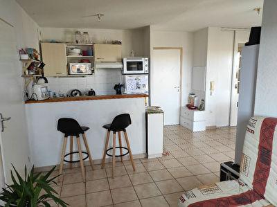 A vendre pour investisseurs appartement type 3 loue a Poitiers Saint Eloi
