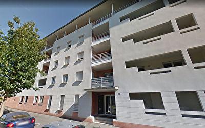 A Poitiers Saint Eloi a vendre appartement de type 4 loue de 86 m2 AVEC BALCON