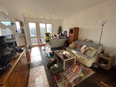 A ventre pour investisseur appartement type 2 loue a Poitiers proche Pont Neuf