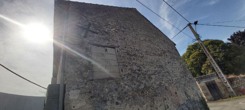 A vendre Maison à 20 minutes de Poitiers à rénover entièrement,
