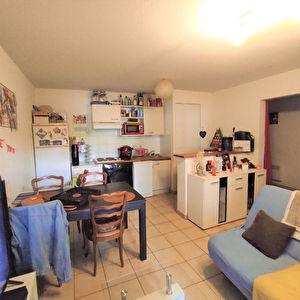 A vendre pour investisseurs appartement T3 loue a Poitiers Saint Eloi
