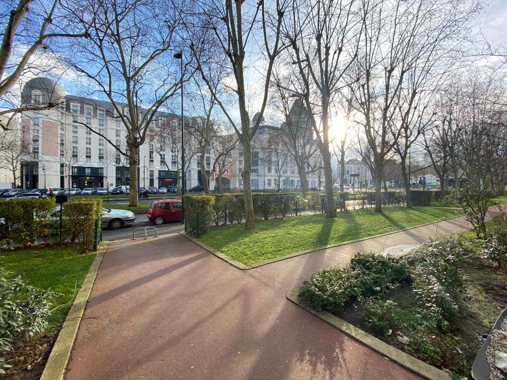 PUTEAUX : Bel appartement 5 pièces de 106m² avec balcon, cave et box