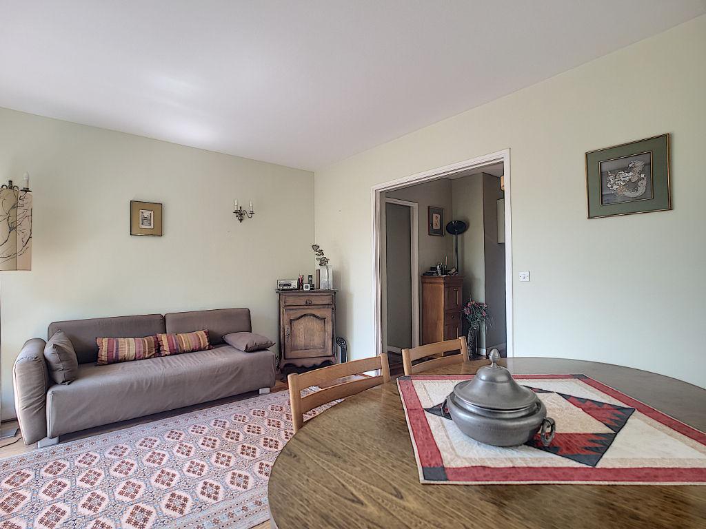 Puteaux:  Appartement de 4 pièces de 82 m²