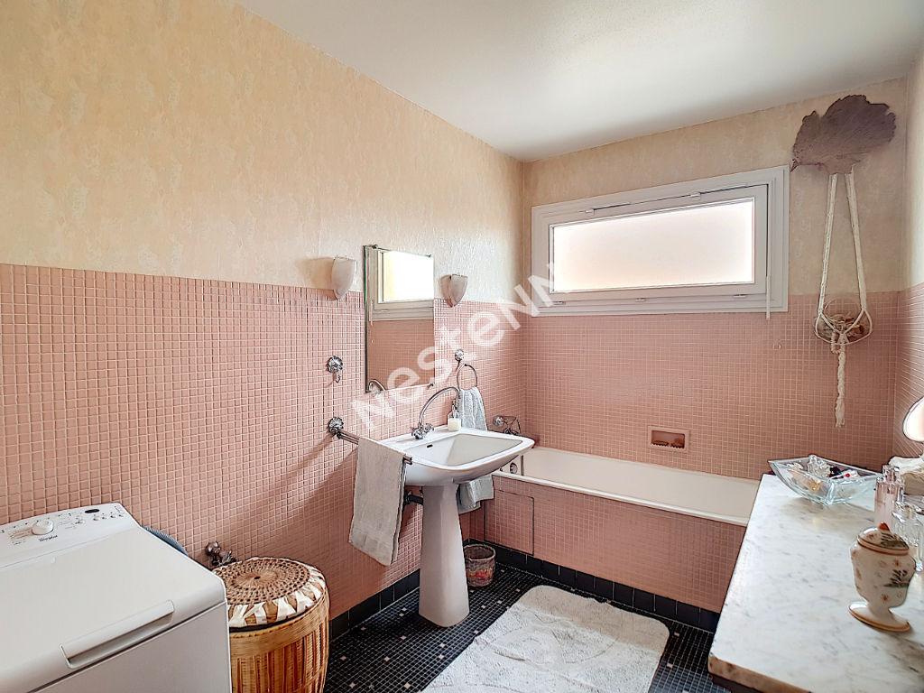 Appartement centre-ville d'Ermont 5 pièces 100.41m2 - 2min de la gare de CERNAY - Ascenseur - Gardien - Box - Cave