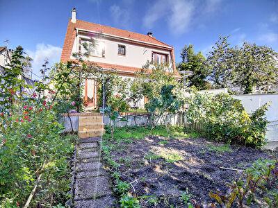 Maison Saint -Gratien - 7 pieces - 5 chambres - 853 m2 de terrain