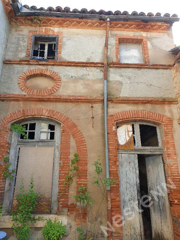 Faubourg du moustier maison en fond de cour à rénover
