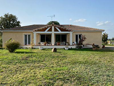 Maison a vendre 4 chambres, garage, piscine, Saint Etienne de Tulmont