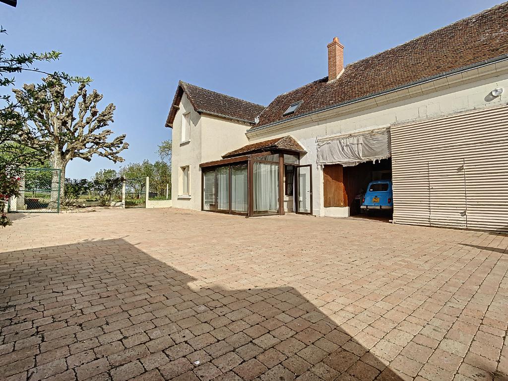 photos n°1 Maison ancienne sur plus d'un hectare de terrain à St Julien De Chedon 4 pièce(s) 93 m2