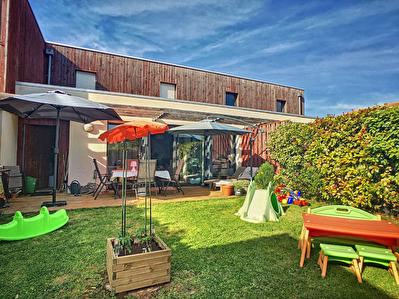 A LOUER Maison d'habitation trois chambres avec jardin et garage situee dans le centre bourg de Puilboreau