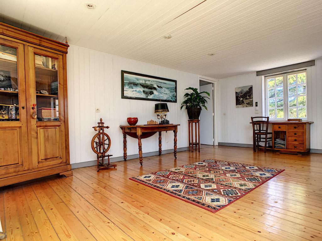 Grande maison familiale de 4/5 chambres, terrain de plus de 1000m² avec piscine, située à Puilboreau, 5 minutes de La Rochelle