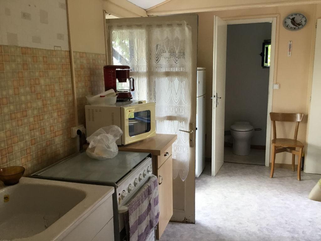 Maisonnette sur terrain de loisir,  Vix 2 pièce(s) 22 m2, une chambre, une salle d'eau avec wc, une cuisine, dépendance