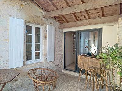 Maison en pierre renovee a Verines 15min La Rochelle