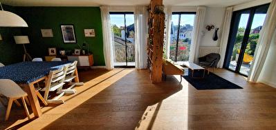 Orvault Val d'Or - Gaudiniere  : Maison renovee aux prestations de qualite. Volumes genereux, superbe espace de vie lumineux, terrasse de 32m2, 6 chambres, salle de jeux. Garage et jardin clos completent ce bien.
