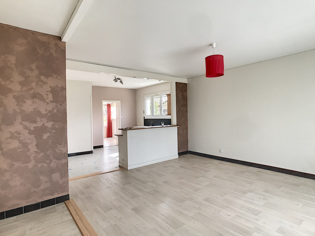 Varrains - proche Saumur : maison louée sur sous-sol avec garage et jardin clos