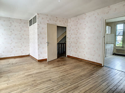 Saumur proche centre-ville : maison a rafraichir 3 chambres garage et jardin