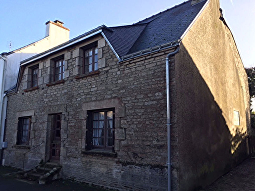 Maison de caractere a vendre dans le bourg de LANTILLAC