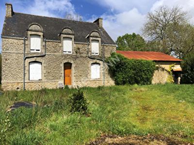 MOREAC- Grande maison a vendre sur 3100 M2
