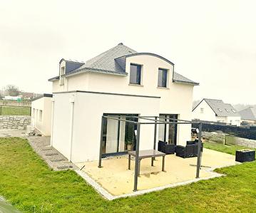 Contemporaine 115 m2 a vendre Plumelin sur terrain d'environ 590 m2.
