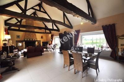 Manoir Noyal Chatillon Sur Seiche 320 m2 sur 13,8 hectares - Possibilite Gite, Traiteur, Reception etc.. Superbe environnement a 5 minutes de RENNES