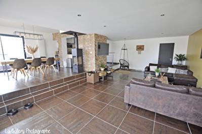 Montreuil Le Gast Plein Centre Maison 4 chambres, poele a bois, terrain clos 500 m2