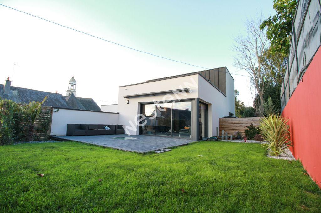 Maison  d'architecte dans le bourg de Vern Sur Seiche