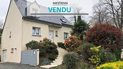 Maison Guichen 5 pieces 120 m2 -  Centre bourg - Terrain 640 m2  Sud - Sous sol complet