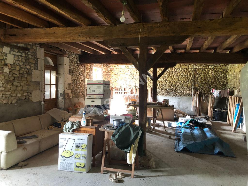 Longère en pierres à restaurer située à Aize (36) d'environ 170 m2