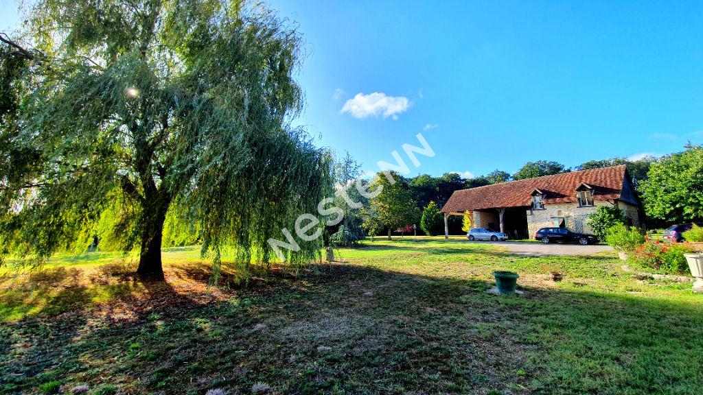 Longère à Saint Christophe En Bazelle en campagne sur 1 hectare de terrain.