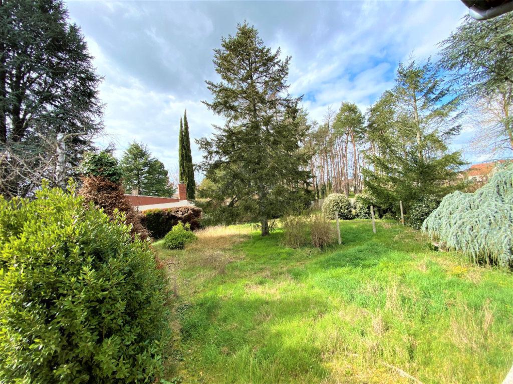 Maison dans le bourg de Poulaines (36) , 3 chambres sur 1780 m² de terrain.