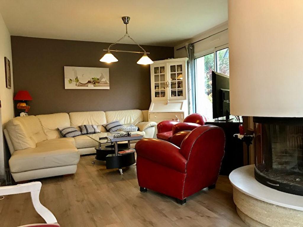 Meucon proche de Vannes et des commerces, Maison de 120 m² au calme