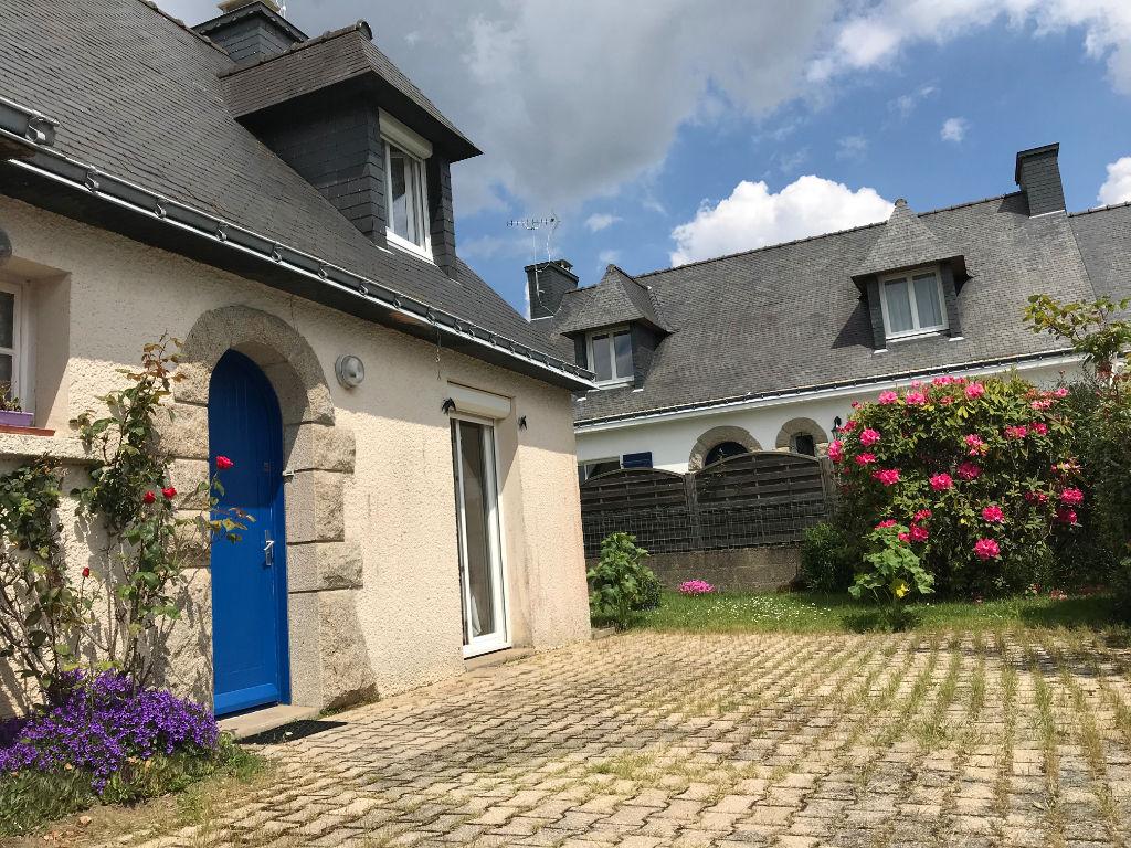 photos n°1 Maison Plescop bourg, 3 chambres, à rénover