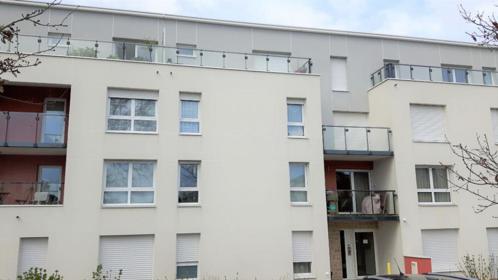 photos n°1 Appartement Vannes Tohannic T1 Bis - dernier étage - ascenseur - terrasse - parking - commodités