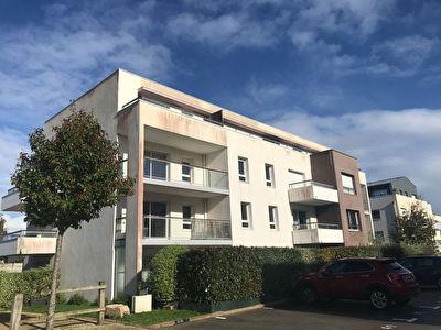 SENE proche VANNES APPARTEMENT 2 CHAMBRES BALCON PLACES DE PARKING CELLIER