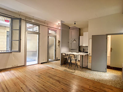 BORDEAUX -St-Pierre, 2 pieces 45 m2