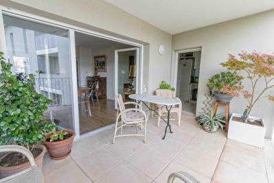 A Vendre Appartement Bordeaux 3 pieces 80 m2 avec terrasse et parking