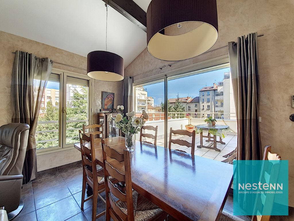 LYON 3ème MONTCHAT - Attique récent de144 m² avec terrasse